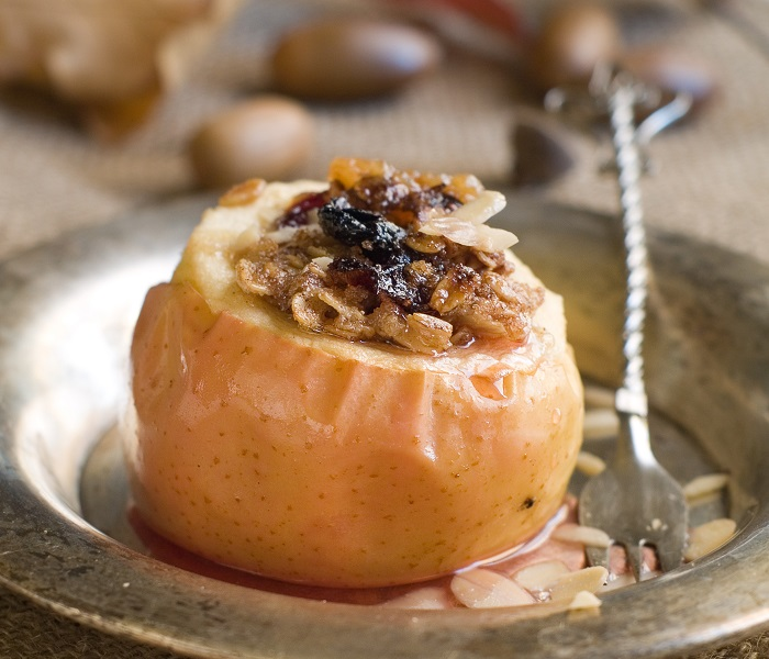 Baked Apples With Blackberries And Oats Recipe Central England Co Operative